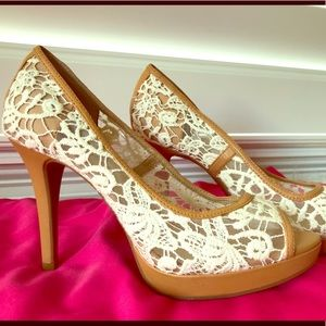 Antonio Melani cream lace and nude heels